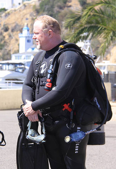 Dive-Master-Candidate-Overseeing-Open-Water-Students-gearing-up4